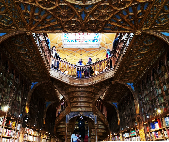 porto-traveling-guide-tips-lello_library-creligros_tower-dom_luis