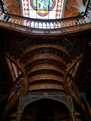 porto-traveling-guide-tips-lello_library-creligros_tower-dom_luis