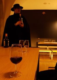 porto-traveling-guide-wine-tasting-sandeman-cellar-winery